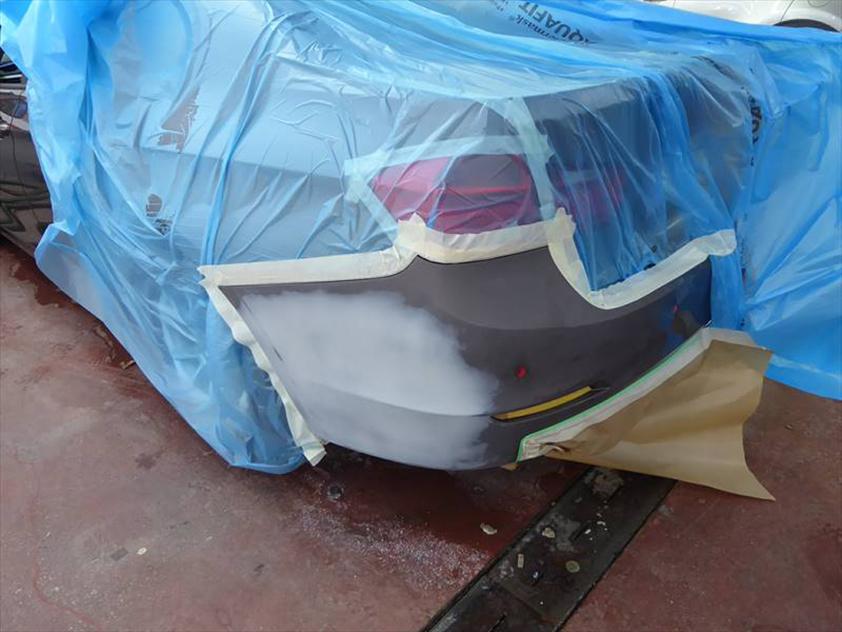 Kratzer nach einem Parkschaden beheben, Seitenwand mittels Kleinschaden-Reparatur lackieren – BMW 3er