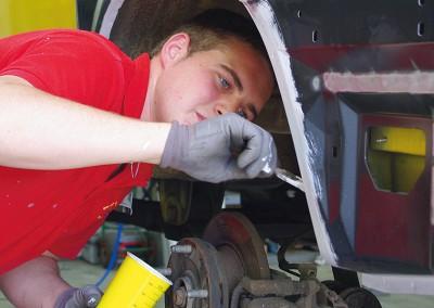 Repariert. Vorgebeugt. Reparatur auf Niveau des ursprünglichen Zustandes – Hohlraum- und Unterbodenschutz inklusive.