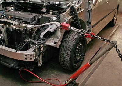 Rahmenrichtbank, elektronische Achsvermessung. Ein Muss für die Reparatur von Unfallschäden.