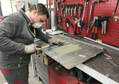 Handwerkliches Geschick und Erfahrung zählen bei der Arbeit in der Spenglerei.
