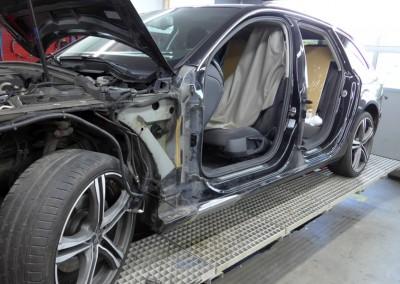 Unfallschaden-Instandsetzung. Audi A4 – Seitenschaden.