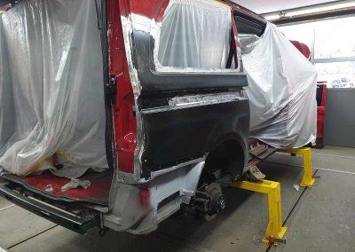 Unfallschaden-Instandsetzung. Mercedes Vito – neue Seitenwand hinten eingesetzt.
