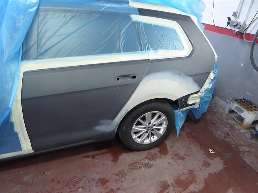 Reparaturablauf – Seitenteil – VW Golf Variant